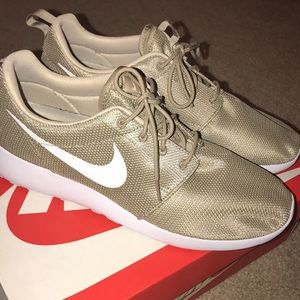 Nike Roshe One Khaki. 10.5. Wore once